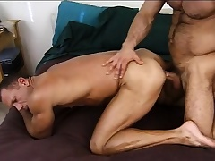 Lustful army stud gives a blue recruit the anal drilling he deserves